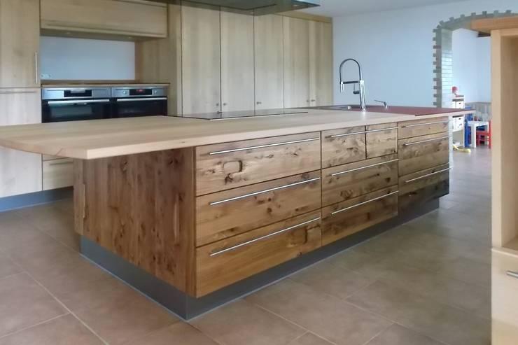 Kücheninsel in Altholz Kastanie:  Küche von Pfister Möbelwerkstatt GdbR,Mediterran