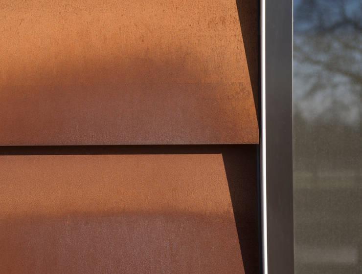 Corten Steel Detail Paredes y pisos de estilo industrial de Facit Homes Industrial