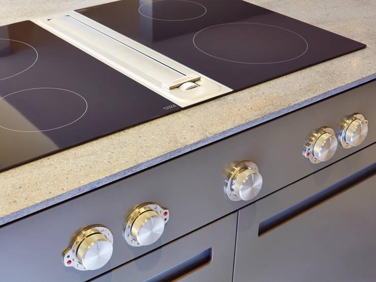 Bespoke Kitchen manufactured in House Cocinas de estilo minimalista de Facit Homes Minimalista
