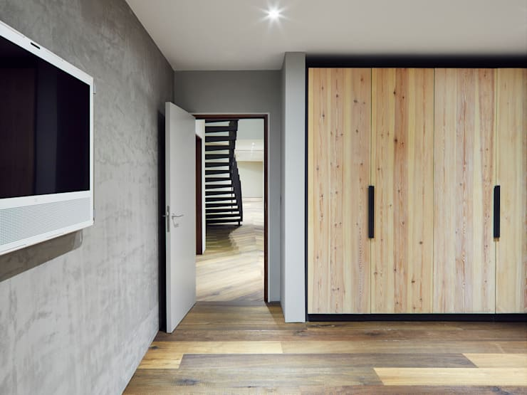 Reclaimed Wardrobe :  Bedroom by Facit Homes