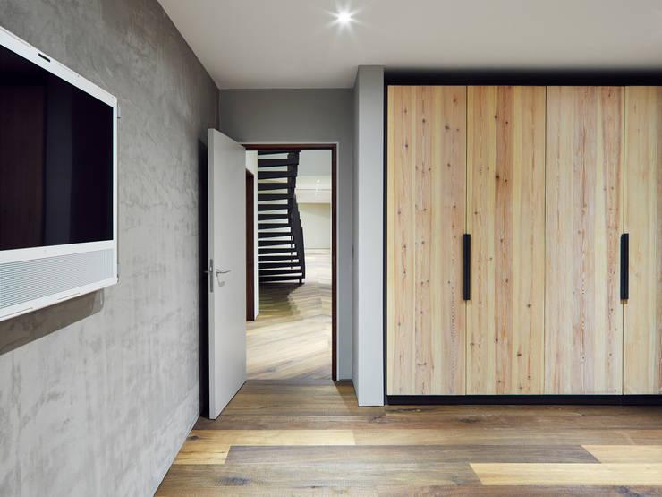 Reclaimed Wardrobe : modern Bedroom by Facit Homes