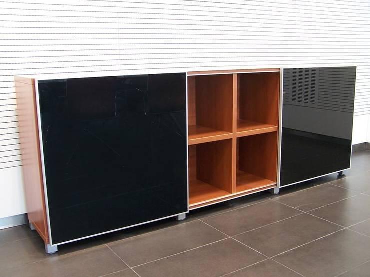 ARMARIOS CUBO ACTIU 3: Oficinas y tiendas de estilo  de comercial30