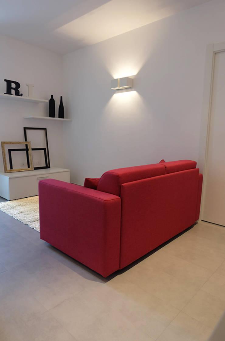 Appartamento 1: Soggiorno in stile  di Elisa Rizzi architetto,