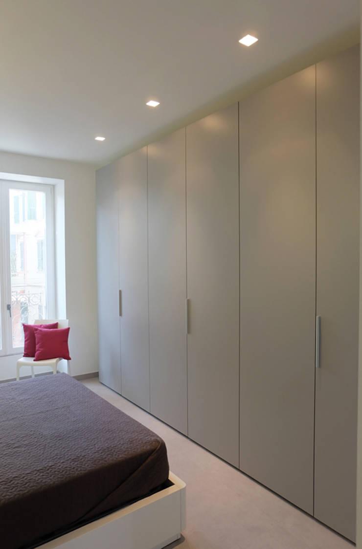 Appartamento 1: Camera da letto in stile  di Elisa Rizzi architetto,
