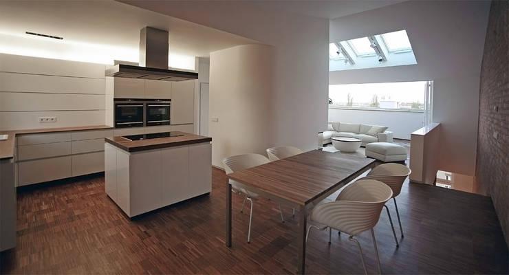 غرفة السفرة تنفيذ spreeformat architekten GmbH, تبسيطي