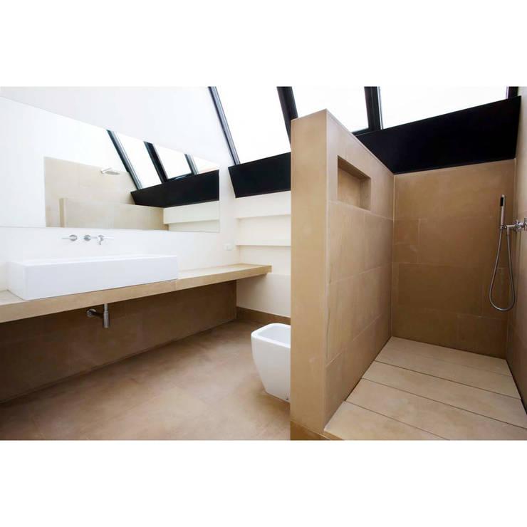 Loft in zona Savona a Milano: Bagno in stile  di Studio fase,
