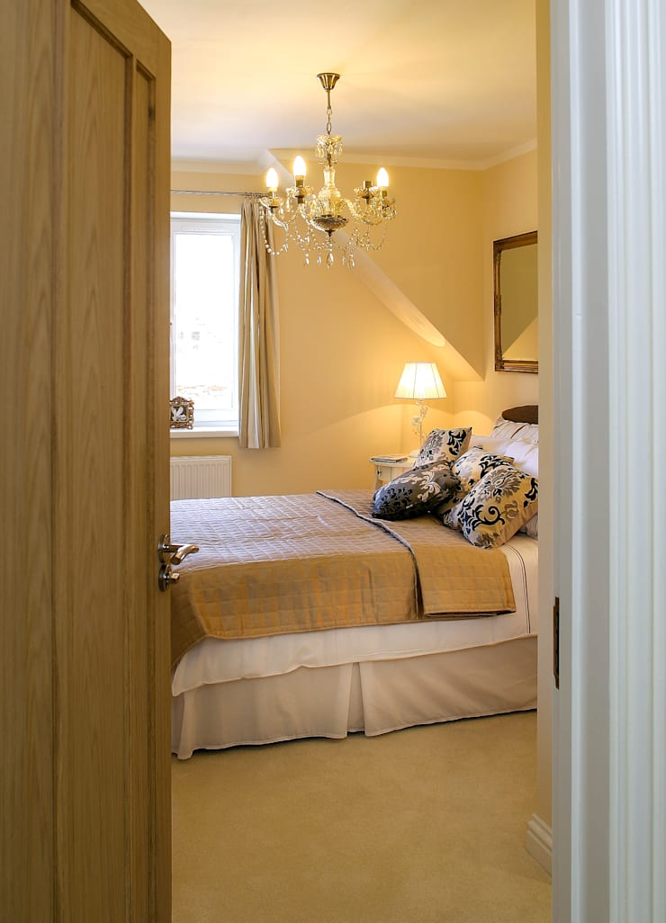 Masterbedroom:  Bedroom by Lujansphotography