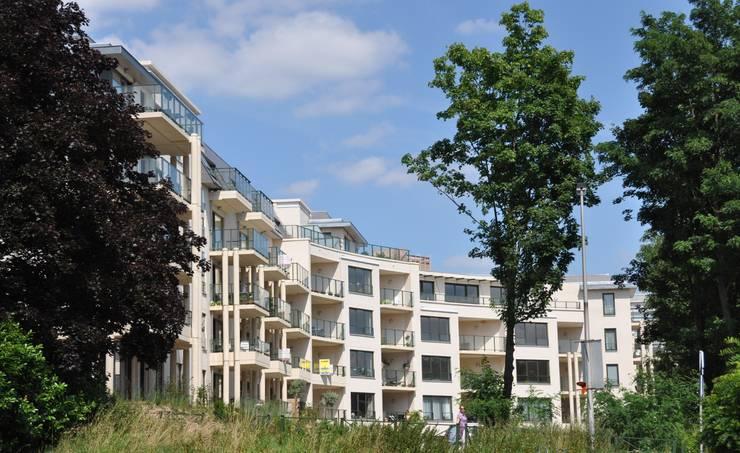 Façade Sud:  de style  par Atelier d'architecture La Licorne