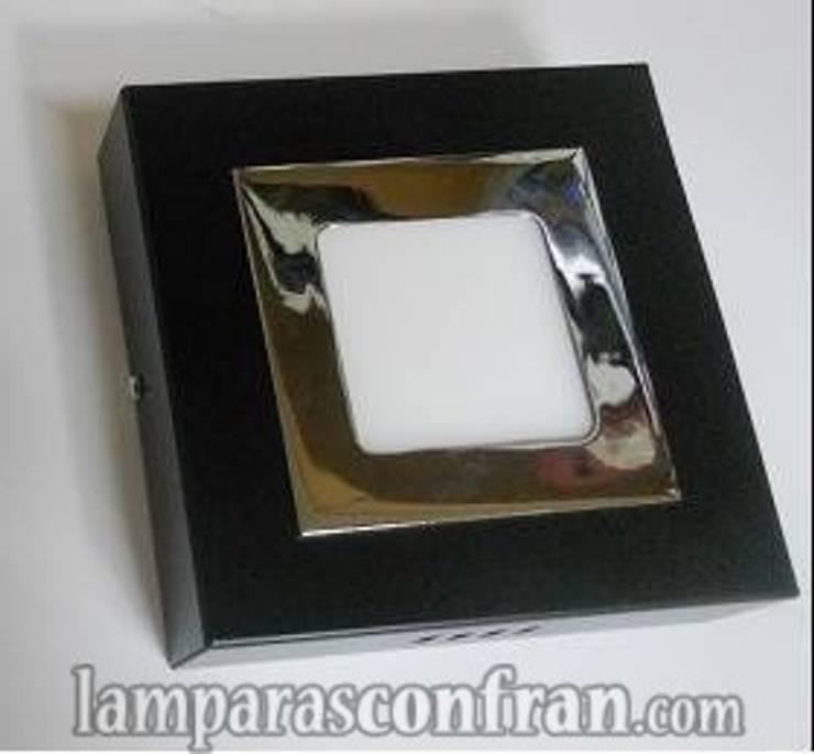 PLAFON SUPERFICIE : Baños de estilo  de Lámparas Confran