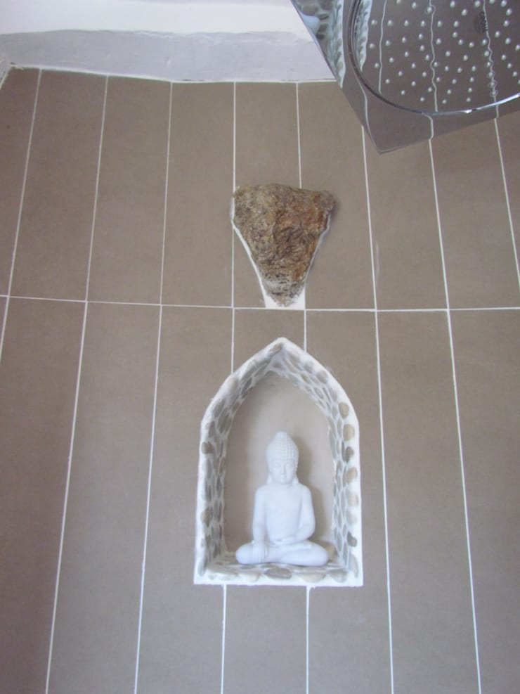 Restauro di una casa molto antica in Francia: Bagno in stile  di Archimania, Eclettico