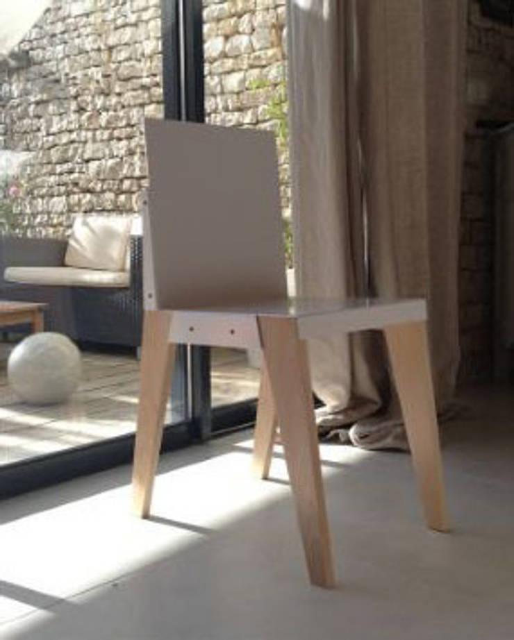 Chaise n°3: Salon de style  par Good Morning Design
