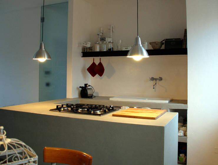 attico Cesena: Cucina in stile  di andrea nicolini architetto, Minimalista