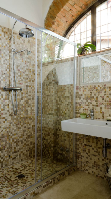 Bagno di casa colonica toscana: Bagno in stile  di Pietre di Rapolano, Rustico Pietra
