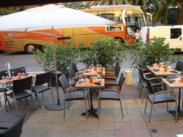 vue de la terrasse 02: Restaurants de style  par BARONBARON
