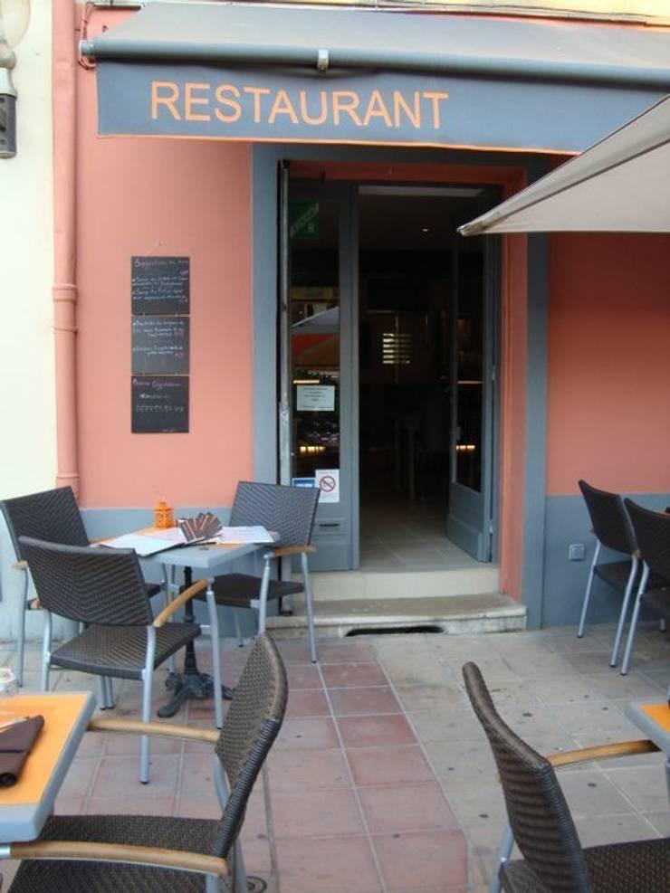 vue de l'entrée: Restaurants de style  par BARONBARON