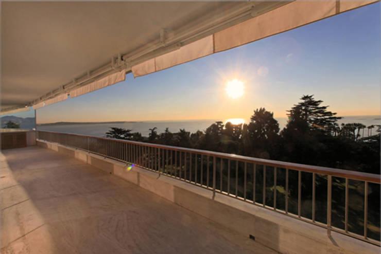 vue depuis la terrasse 01: Terrasse de style  par BARONBARON