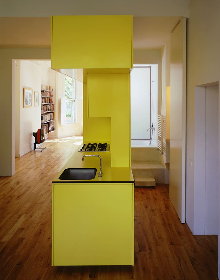 The Yellow Submarine:  Kitchen by Sophie Nguyen Architects Ltd