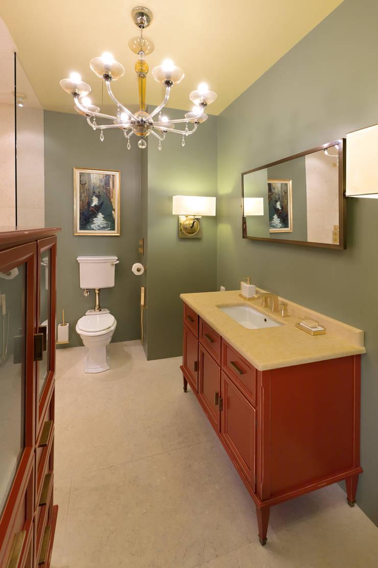 Master Bathroom:  в . Автор – DesignPortrait®