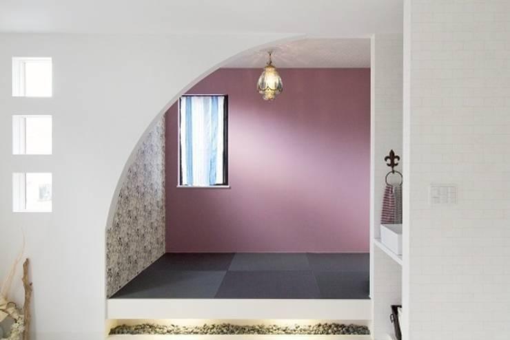 三方道路に囲まれた家: 株式会社 創匠が手掛けた和室です。,モダン