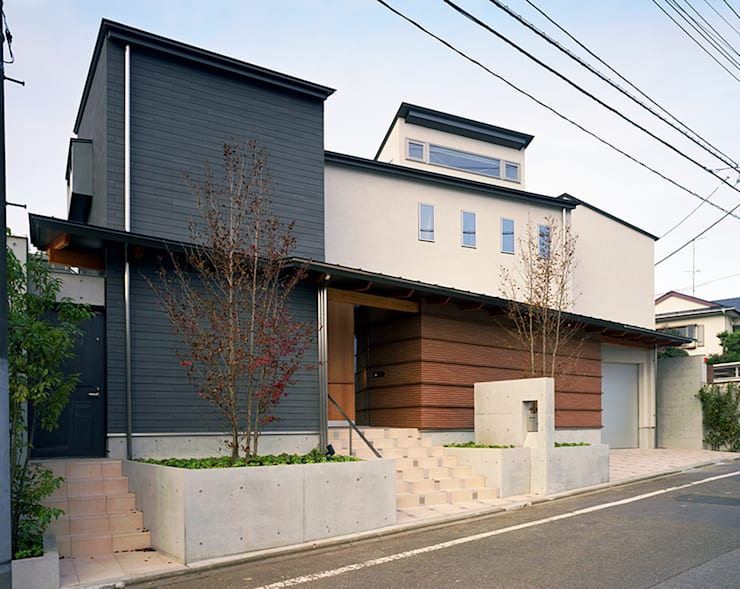 光を抱く家: 西島正樹/プライム一級建築士事務所 が手掛けた家です。