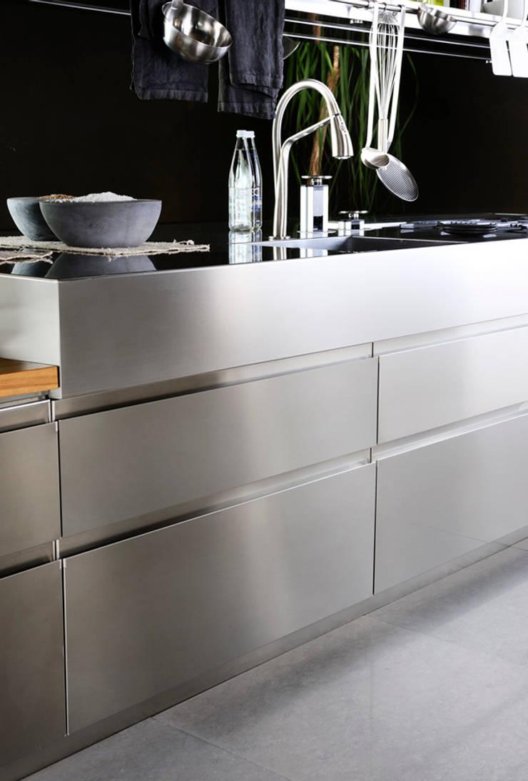 Convivium Kitchen:  Kitchen by Livingfurnish Ltd