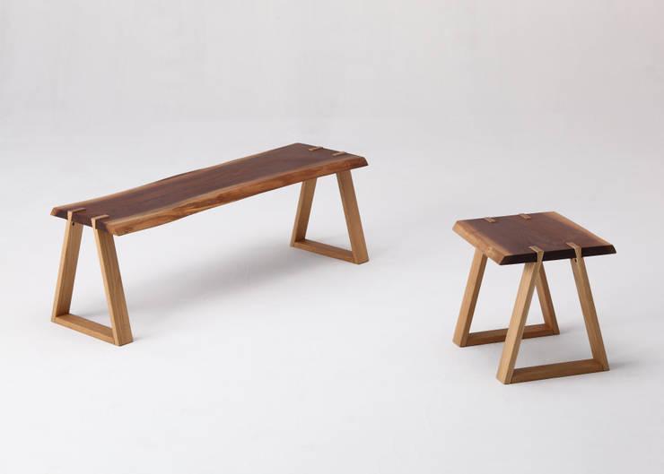 mimi stool+mimi bench: Koizumi Studioが手掛けたダイニングルームです。