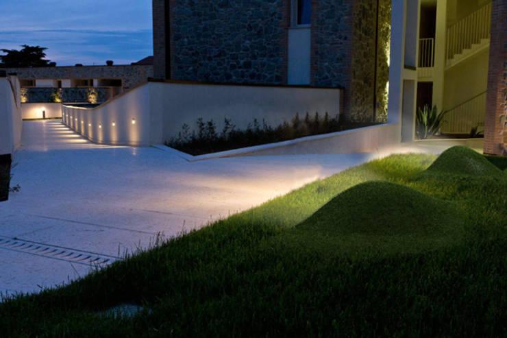 LAMPyris ambientato 3: Giardino in stile  di KK3Design,
