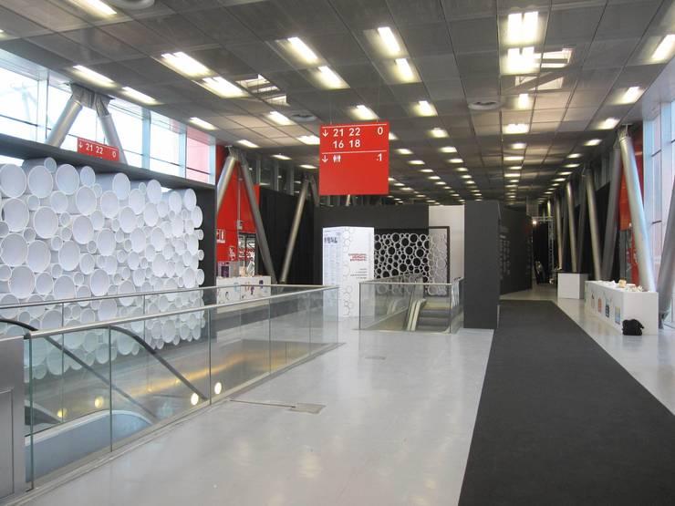 Galleria dell'Architettura-Cersaie 2014: Allestimenti fieristici in stile  di Foschi & Nolletti Architetti,