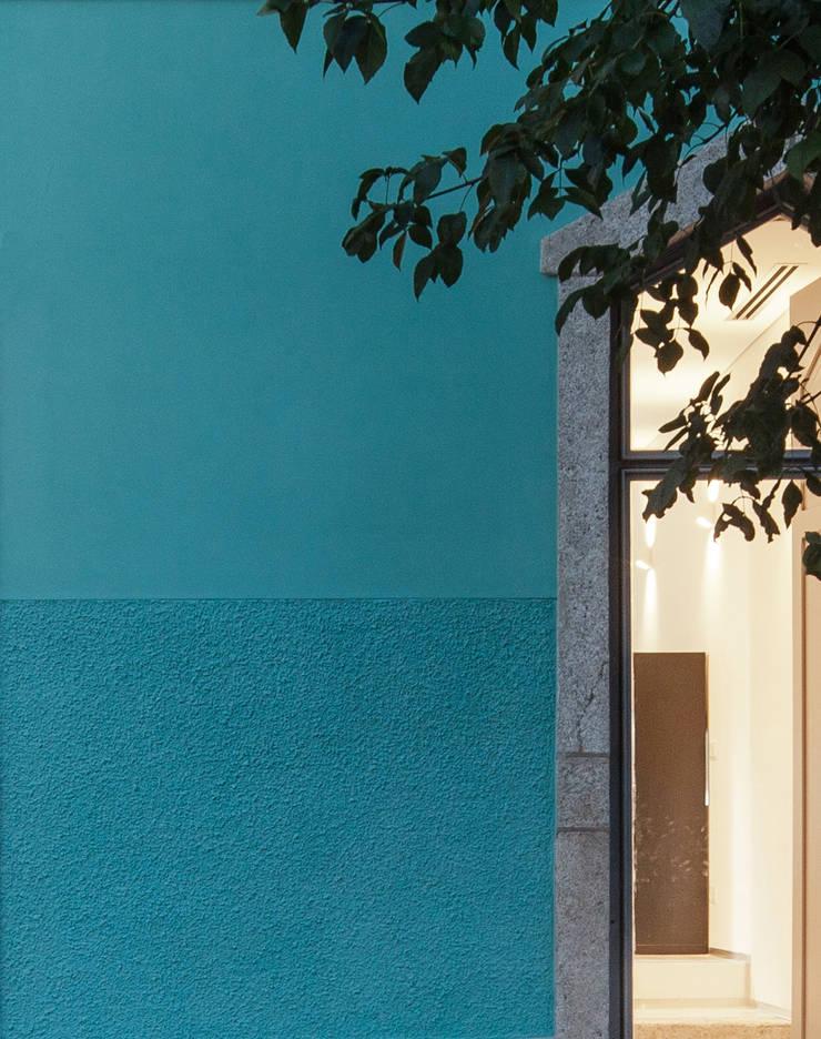 The Three Cusps Chalet Klassische Fenster & Türen von Tiago do Vale Arquitectos Klassisch