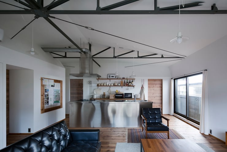 House in Gakuenmae: 設計組織DNAが手掛けたリビングです。