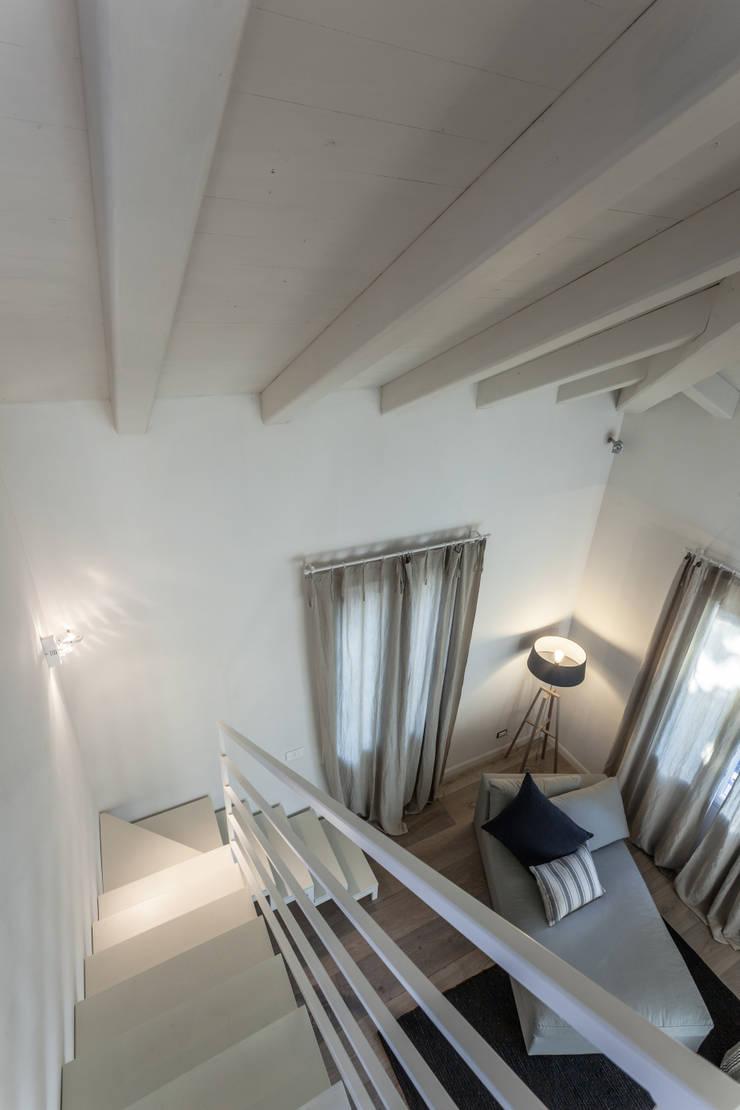 Quattro piani Primi Novecento: Studio in stile  di Lucia Bentivogli Architetto
