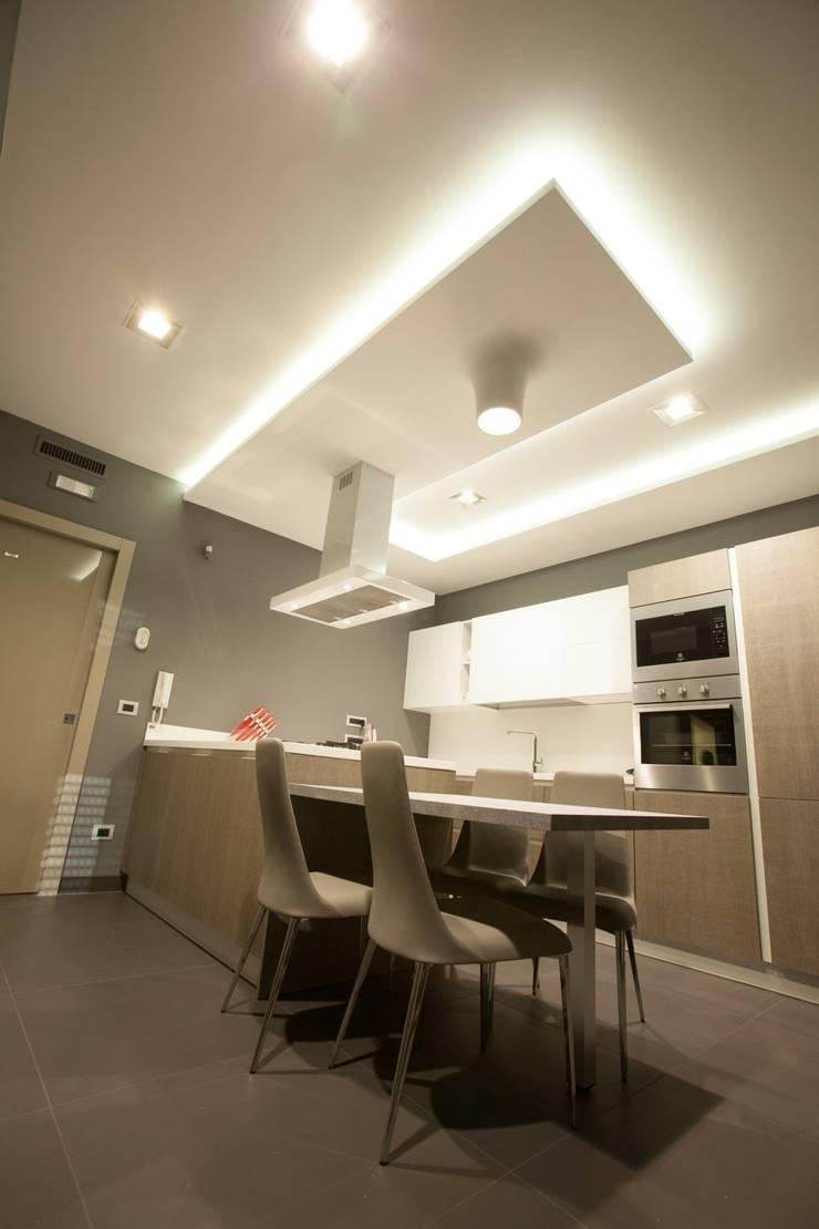 APPARTAMENTO : Cucina in stile  di Architetto del Piano, Moderno