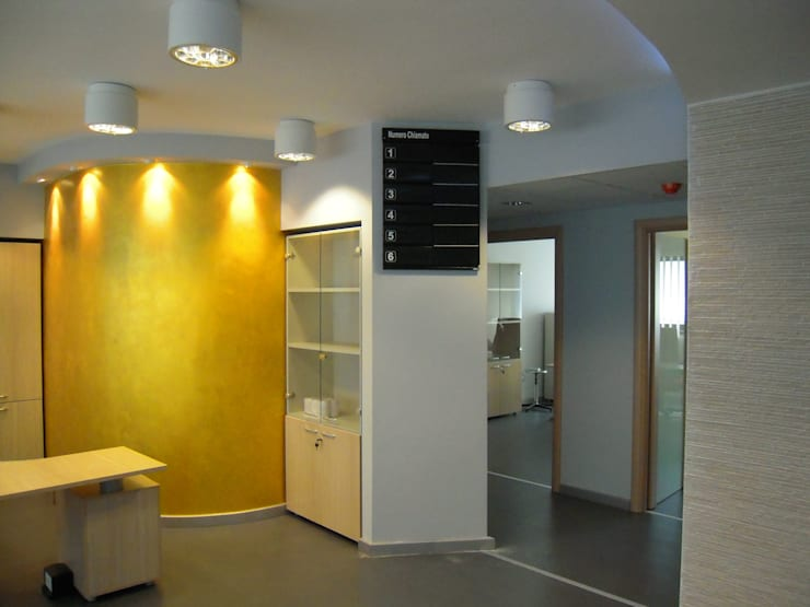 STUDIO MEDICO: Studio in stile  di Architetto del Piano, Moderno