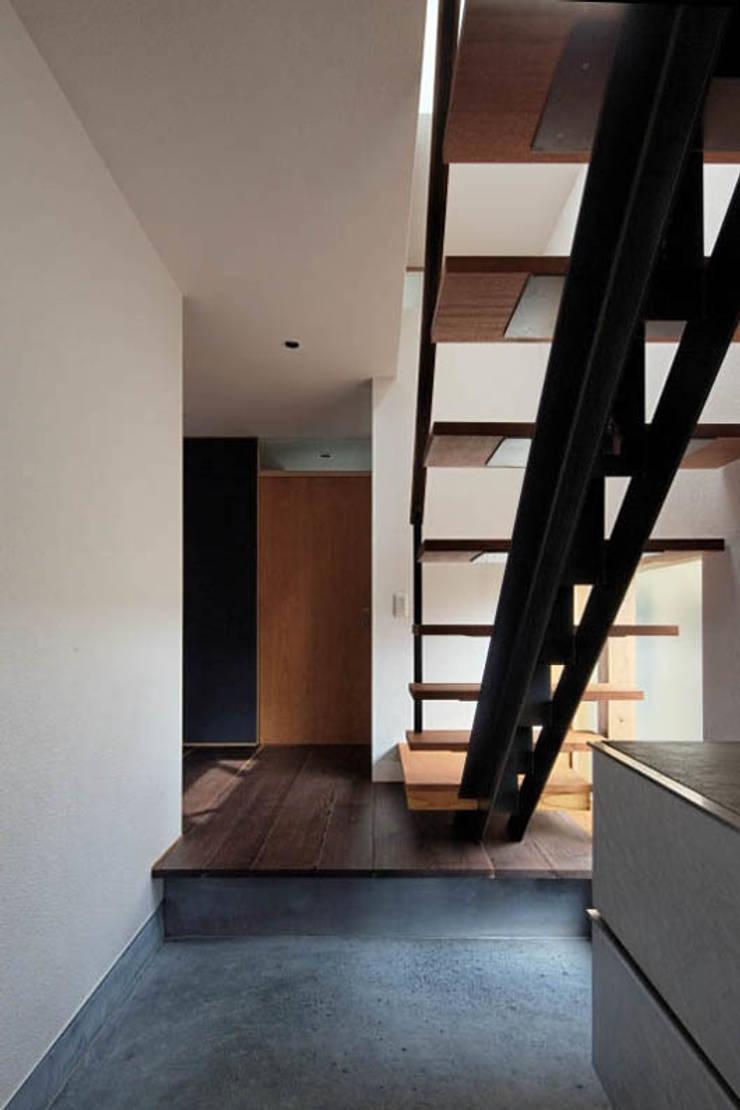千里丘の家 / House at Senrioka: アトリエ N-size / Atelier N-size Architects Officeが手掛けた廊下 & 玄関です。,オリジナル