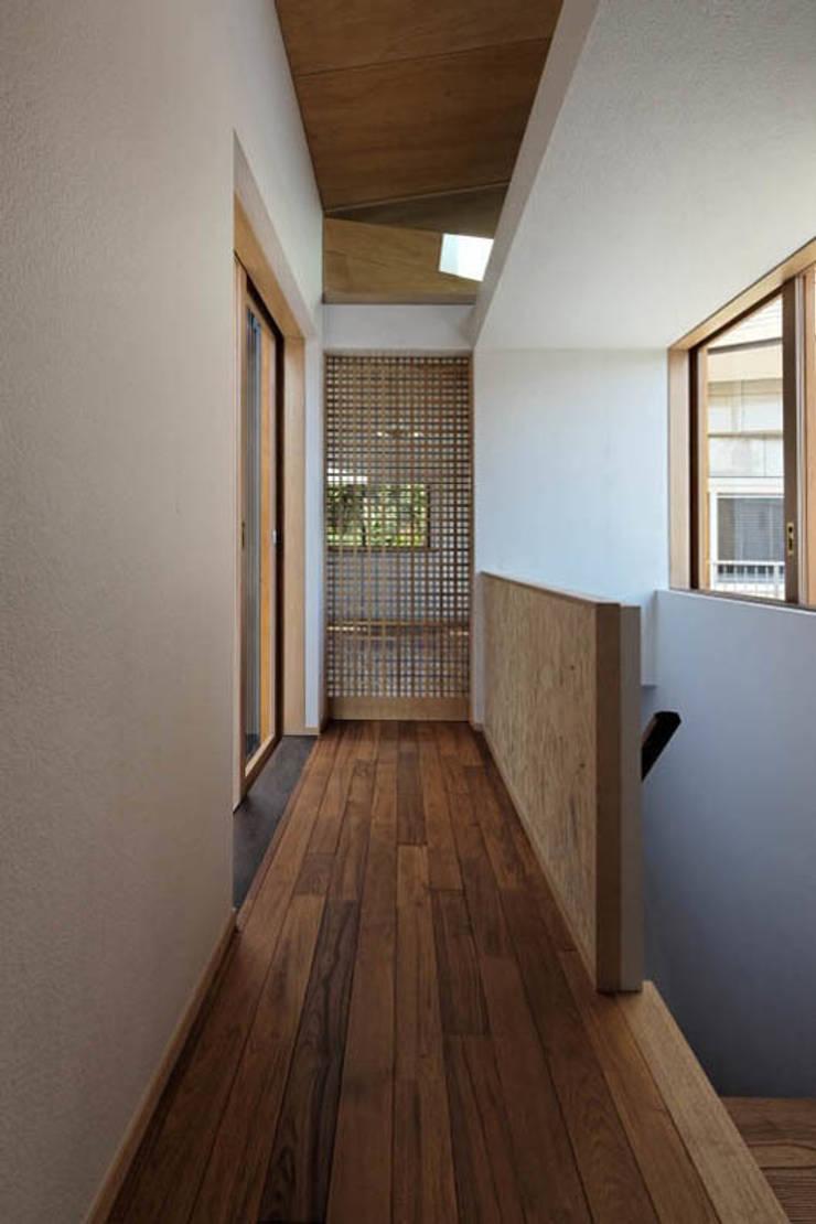 千里丘の家 / House at Senrioka: アトリエ N-size / Atelier N-size Architects Officeが手掛けた廊下 & 玄関です。,モダン