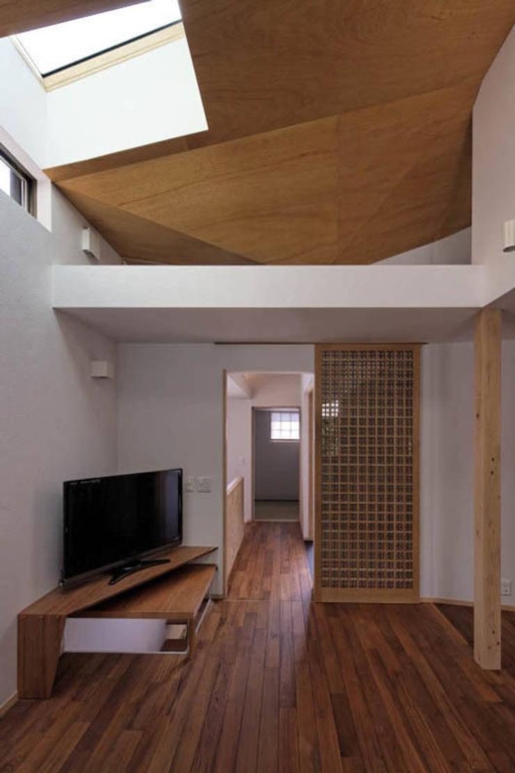 千里丘の家 / House at Senrioka: アトリエ N-size / Atelier N-size Architects Officeが手掛けたリビングです。,オリジナル