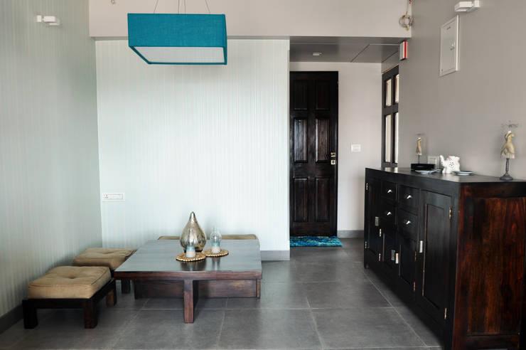 Dining room by Dhruva Samal & Associates