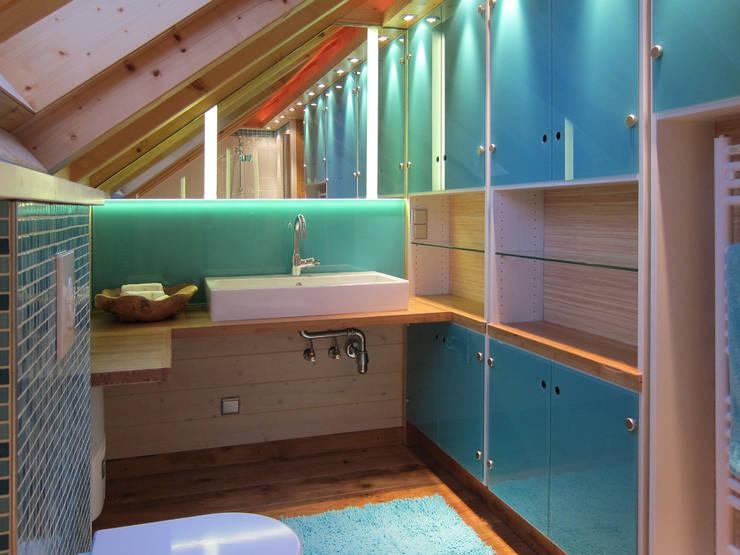 Bad In Der Dachschräge. Modern Bathroom By Hansen Innenarchitektur  Materialberatung