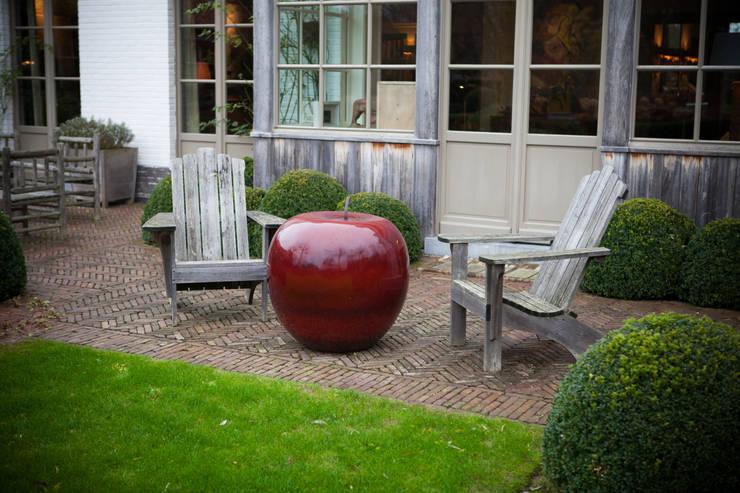 Adirondack en châtaignier: Jardin de style de style eclectique par AOC Europe