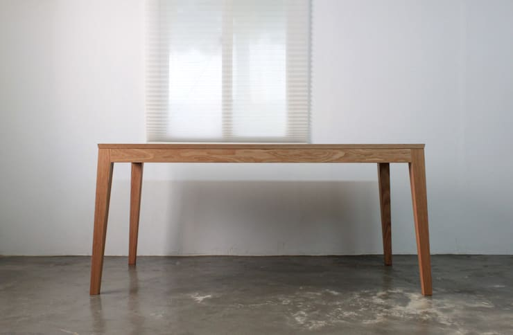 Oblique table: The QUAD woodworks 의  서재/사무실