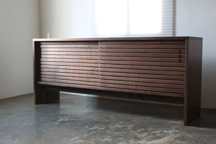 Stripe chest: The QUAD woodworks 의  서재/사무실