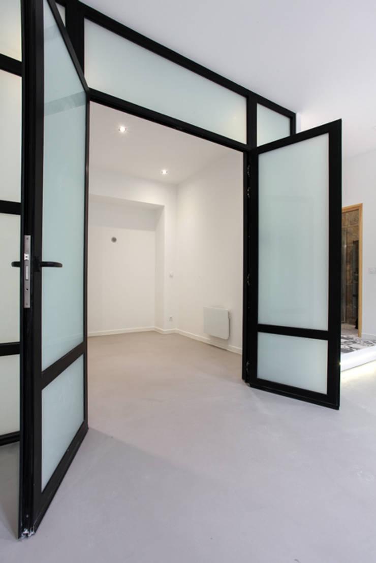 verrière: Chambre de style  par ARCHIIMMO