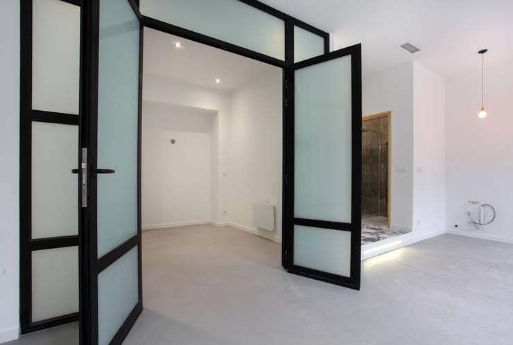 chambre / bureau: Chambre de style  par ARCHIIMMO