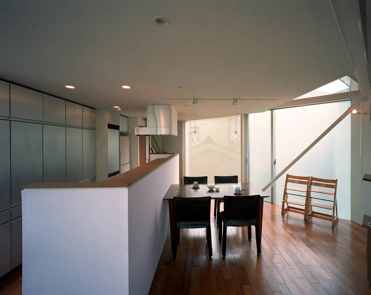 トライアングル・ハウス: 西島正樹/プライム一級建築士事務所 が手掛けたダイニングです。