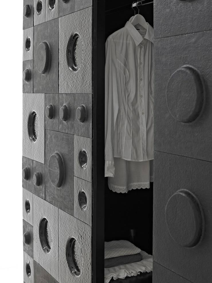 The Loft - armadio: Camera da letto in stile  di D.I. Più s.r.l - Andretto Design,