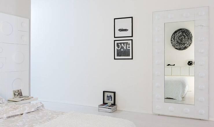 The Loft - camera da letto: Camera da letto in stile  di D.I. Più s.r.l - Andretto Design,