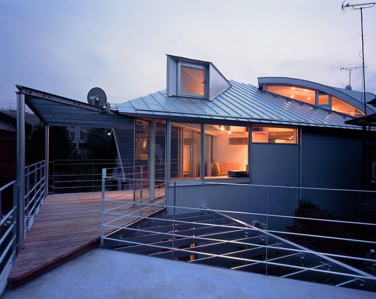 トライアングル・ハウス: 西島正樹/プライム一級建築士事務所 が手掛けたテラス・ベランダです。