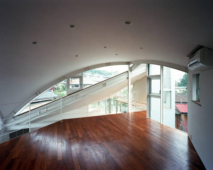 トライアングル・ハウス: 西島正樹/プライム一級建築士事務所 が手掛けた子供部屋です。