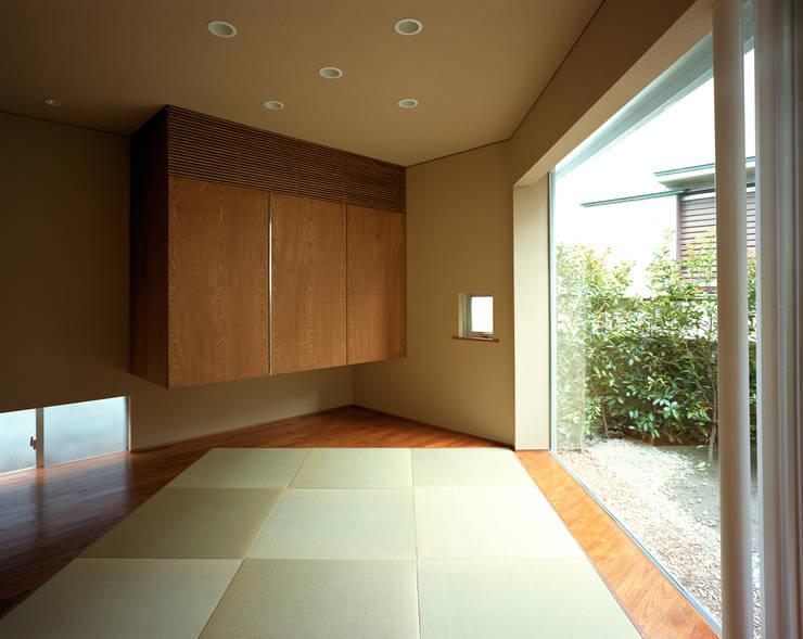 トライアングル・ハウス: 西島正樹/プライム一級建築士事務所 が手掛けた和室です。