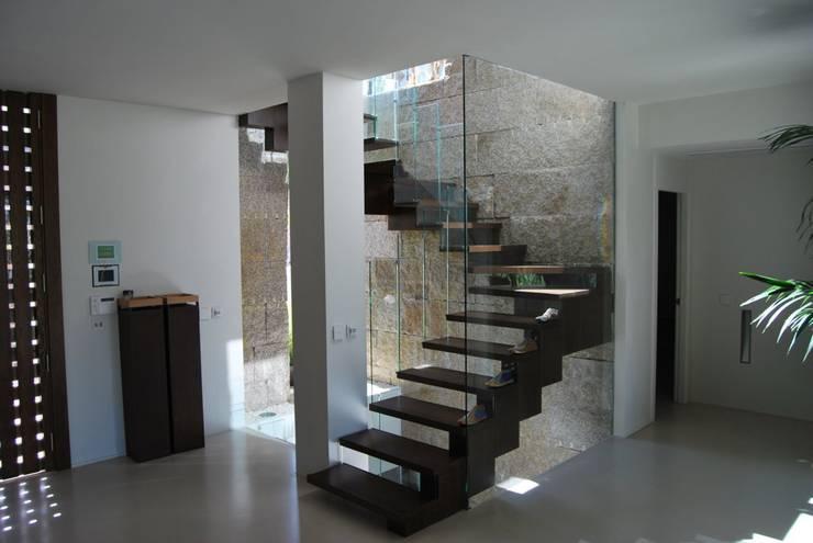 Casas de estilo moderno por saz arquitectos
